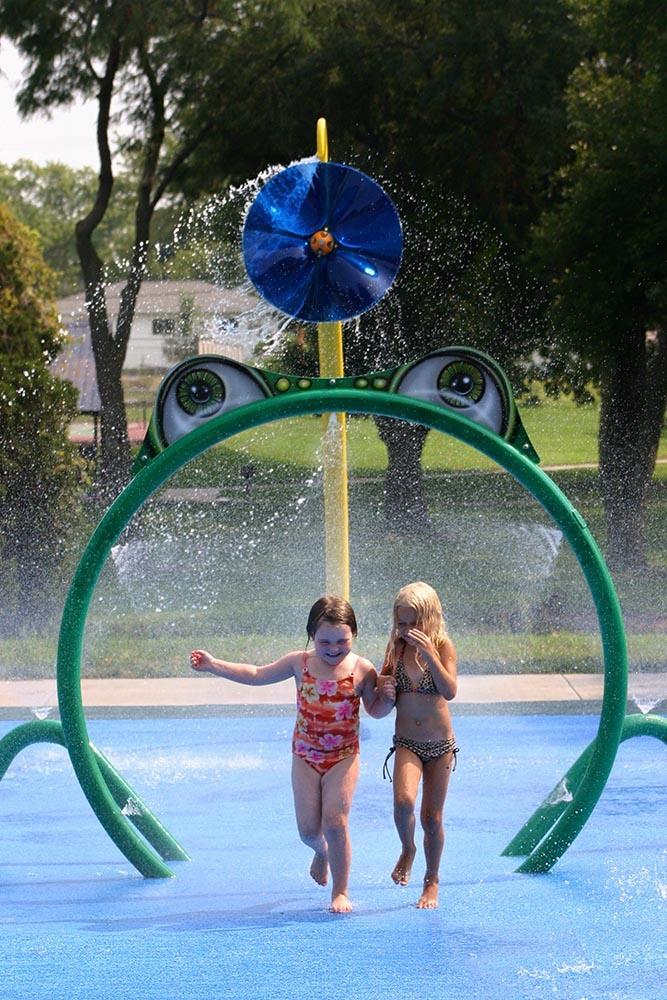 3 Hallmarks Of The Best Splash Pad Equipment Empex Water Toys