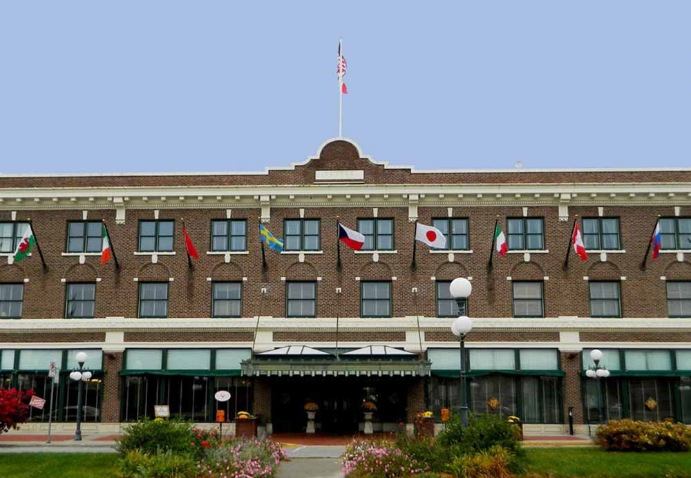 Iowa S Historic Hotels The Hotel Pattee Perry