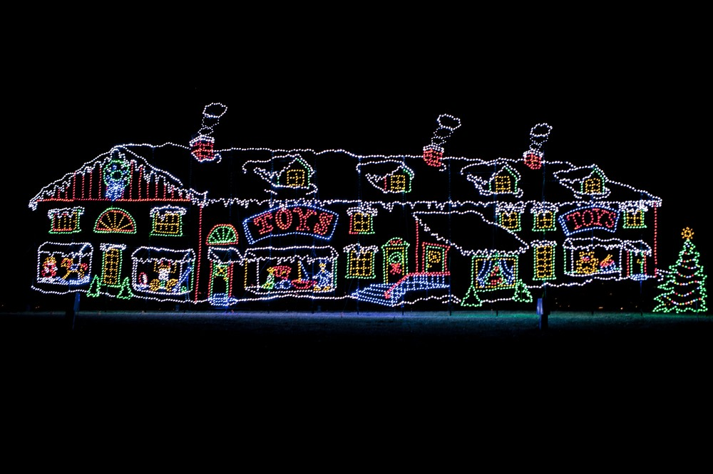 Drive Through Christmas Lights.Holiday Drive Through Light Displays