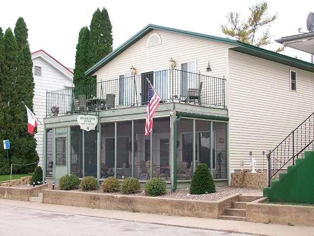 8 Places To Stay On The Mississippi Murphy S Cove B Lansing Iowa