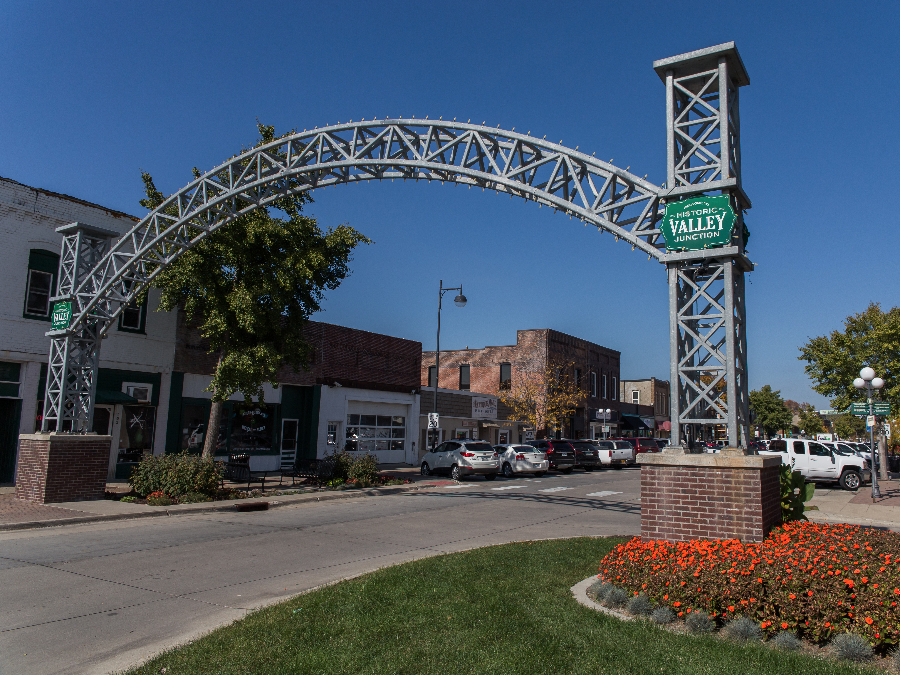 Catch Shopping, Great Restaurants And More In West Des Moines. From  Shopping Districts Such As Historic Valley Junction And West Glen To Malls  Like Jordan ...
