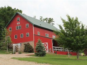 Barn on the Bluff B & B, Elkader (IEDA)