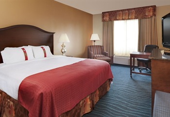 Holiday Inn Hotel & Suites at Ameristar Council Bluffs IA King Room