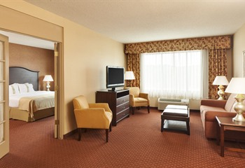 Holiday Inn Hotel & Suites at Ameristar Council Bluffs IA Jacuzzi Suite