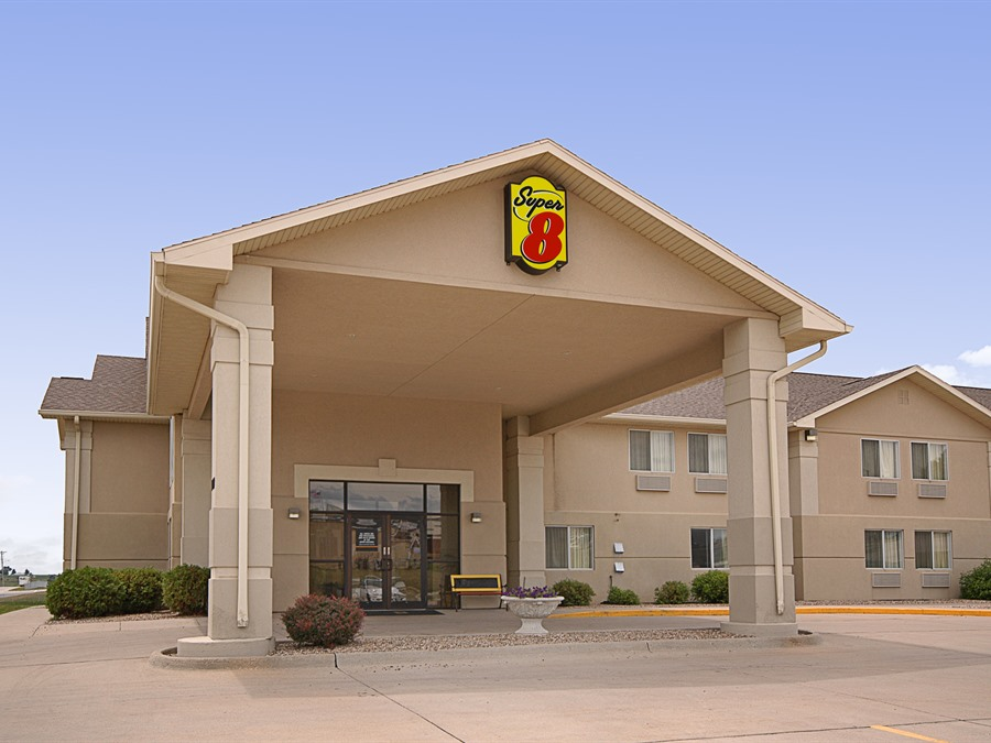 Super 8 Motel Creston IA Exterior