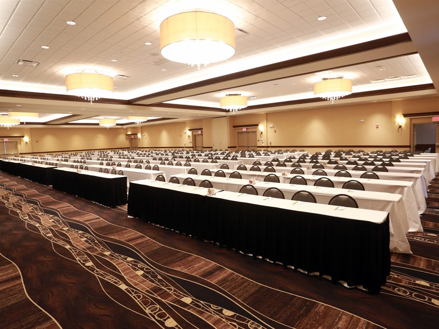 Jordan Creek Crossing Event Center Available For Banquets For Up To 400  People.