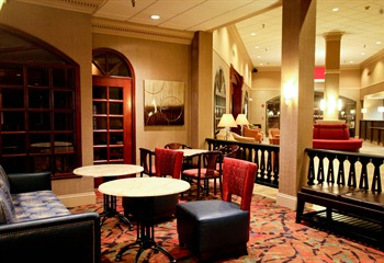 Holiday Inn Dubuque/Galena IA Lobby