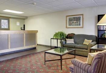 Days Inn Cedar Falls IA Front Desk