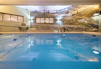 Holiday Inn & Suites Northwest Des Moines Pool