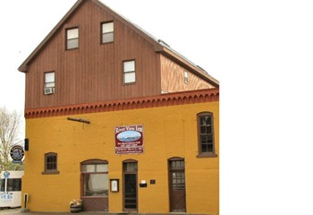 Located At The Foot Of Main Street On Mississippi River Affordable Ious Rooms