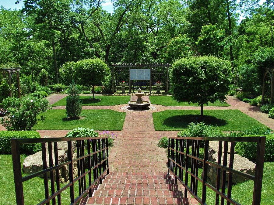 Dubuque Arboretum & Botanical Gardens - Dubuque, Iowa | Travel Iowa
